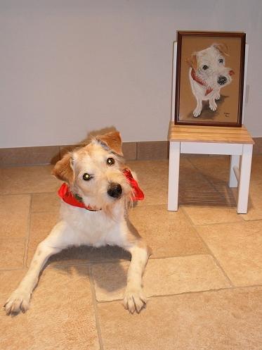 Filou mit seinem Portrait